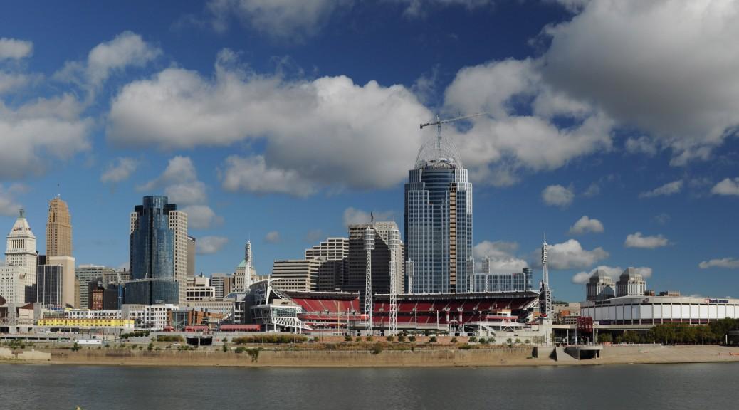 Downtown_Cincinnati,_Ohio,_USA_Panorama_Taken_from_Covington